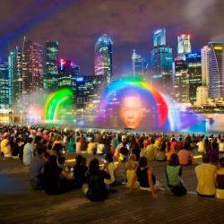 Лазерное шоу Wonder Full на набережной Marina Bay