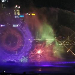 Лазерное шоу Спектра на набережной Марина Бей